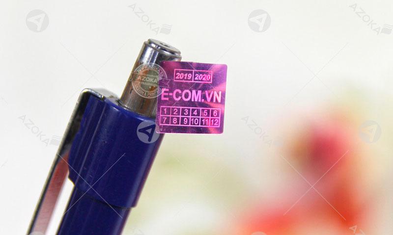 Mẫu tem 7 màu hologram chữ nhật của ECOM do Azoka thực hiện